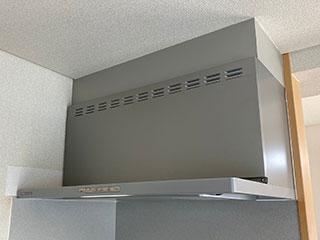 2021年4月11日、神奈川県藤沢市にお住まいのM様宅のレンジフードをリンナイ「OGRシリーズ」OGR-REC-AP902RSVに交換させていただきました。
